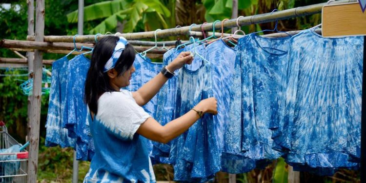 How to Dye a Cotton-Polyester