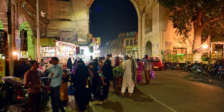 India - Telangana - Hyderabad - Streetlife At Night - 12