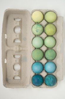 Simple Natural Dye Easter Eggs: Turmeric & Cabbage for Green